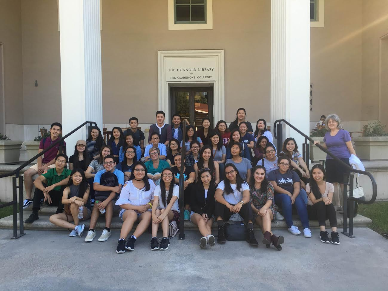 WTTF club hosts trip to Claremont colleges, promotes college readiness
