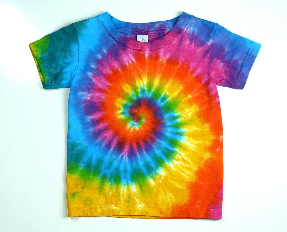 DIY: Classic spiral tie dye t-shirt