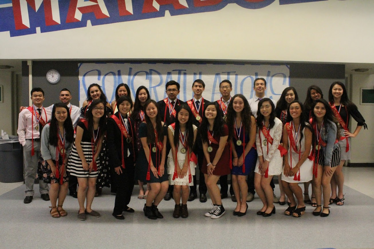 Seniors recognized at Los Renombrados